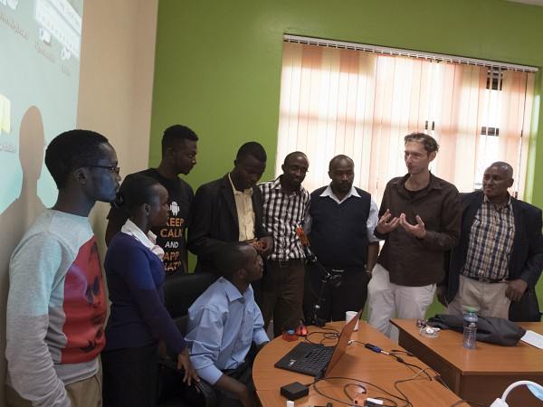 Chris Veigl explaining AsTeRICS Academy Assisitive tools to students from MERU Universtiy (c)Sophography
