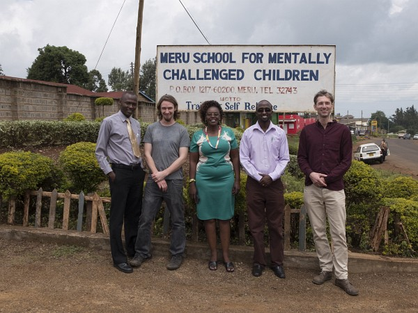 The team of Meru Special School and Team members of the AsTeRICS Academy in front of the Sign of the School (c) Sophography